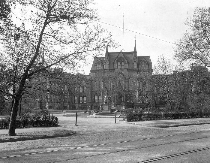 College Hall (built 1871-1872, Thomas Webb Richards, architect), exterior, with Franklin statue